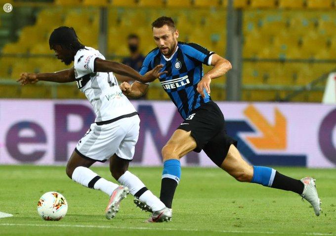 Con estos tres puntos, el Inter se colocó tercero, a cuatro del Lazio, segundo, y a ocho del Juventus
