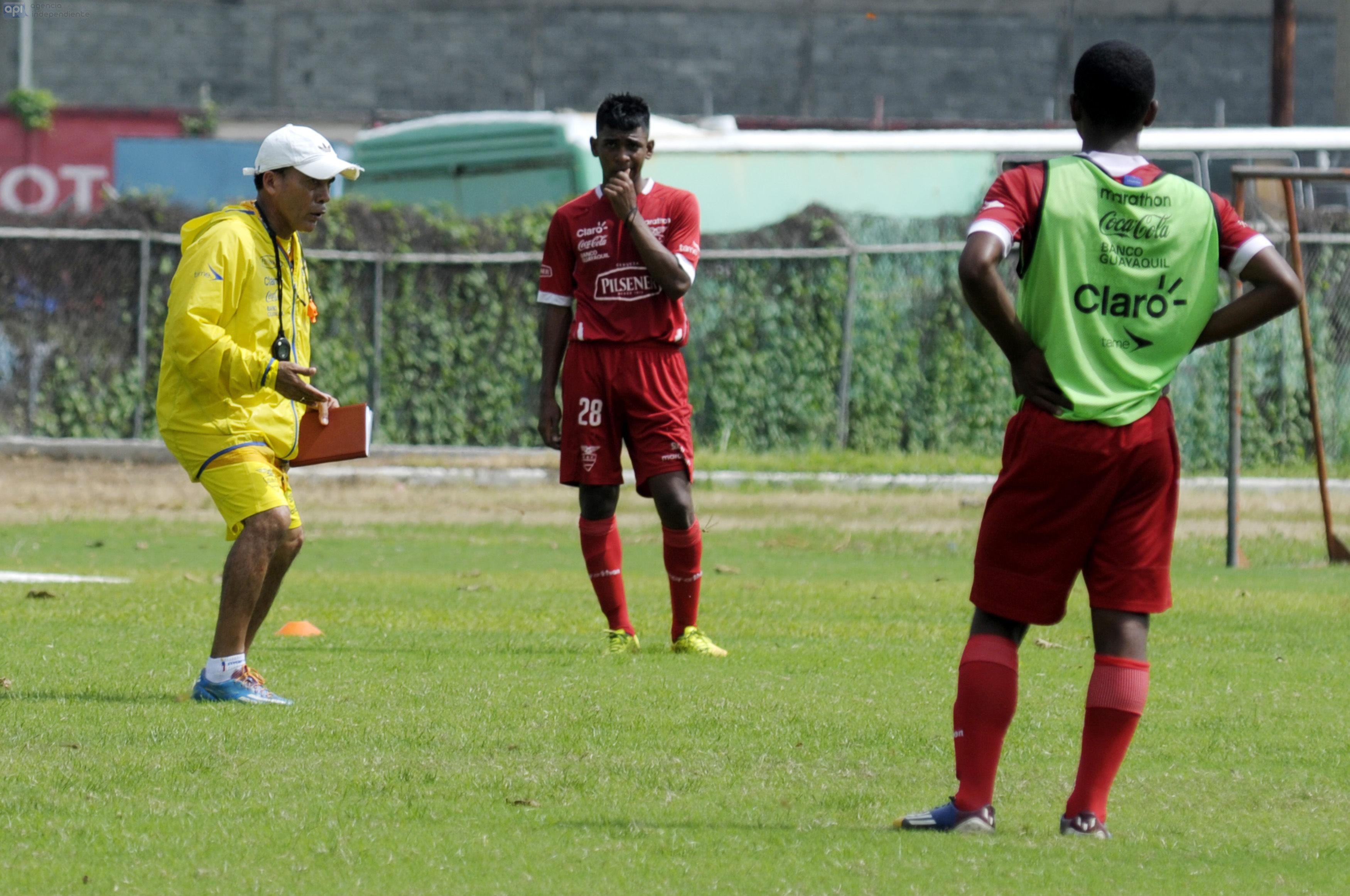 Javier Rodríguez se refirió a la inversión de los equipos con sus formativas, la presión que hizo con el goleador Johan Mina y respondió a los comentarios de un periodista peruano
