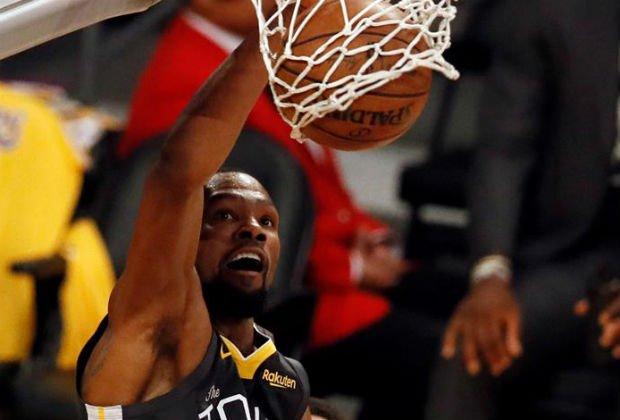 El rival de los Warriors en la primera ronda serán Los Ángeles Clippers a los que le ganaron por 3-2 la serie de cinco partidos de la temporada regular