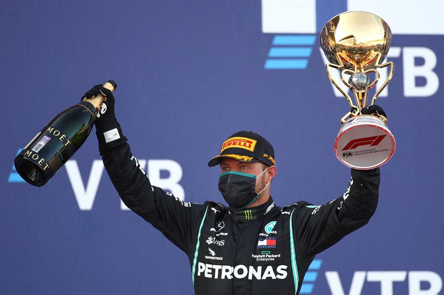 El finlandés se impuso en una carrera que tuvo a su compañero Hamilton en el tercer lugar