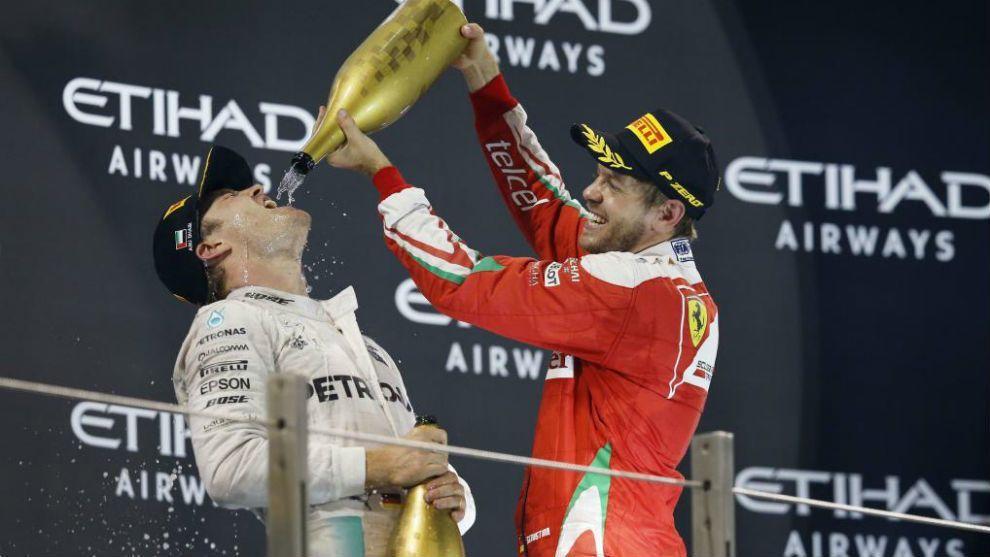 Vettel cruzó primero la meta en Montreal, pero fue sancionado con cinco segundos de penalización por pasarse de frenada en una curva